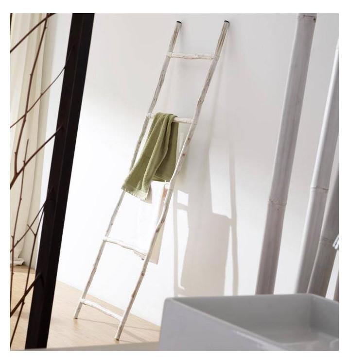 Escalera madera toallero troncos