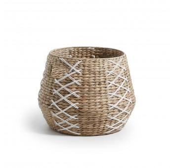 Cesta en jacinto de agua natural con detalle de blanco nórdico a30